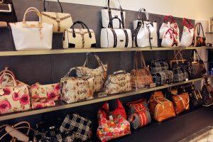 Как правильно вернуть некачественную сумку в магазин?
